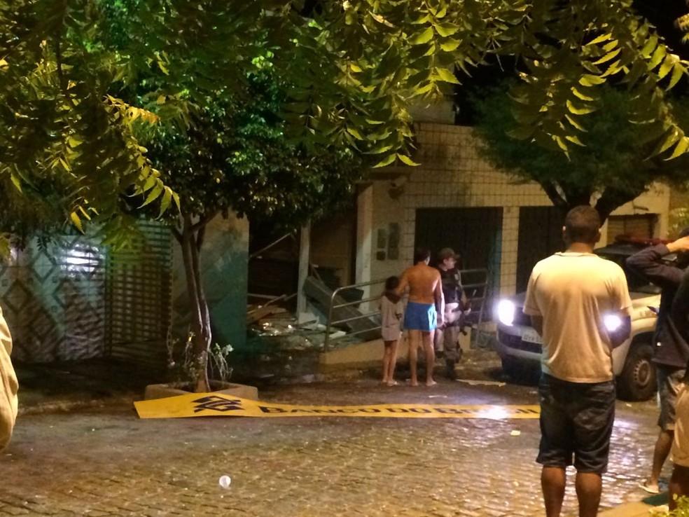 Agência do Banco do Brasil da cidade de Terra Nova foi alvo de bandidos (Foto: Polícia Militar )