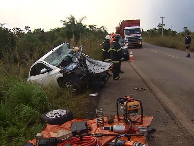 Carro acidente BR-210 Macapá Amapá (Foto: Reprodução/Rede Amazônica no Amapá)