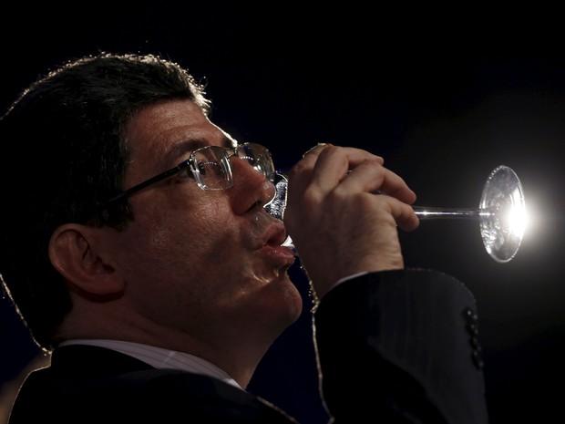 Imagem de terça-feira (27) mostra Levy durante evento da The Economist, em São Paulo (Foto: REUTERS/Paulo Whitaker)