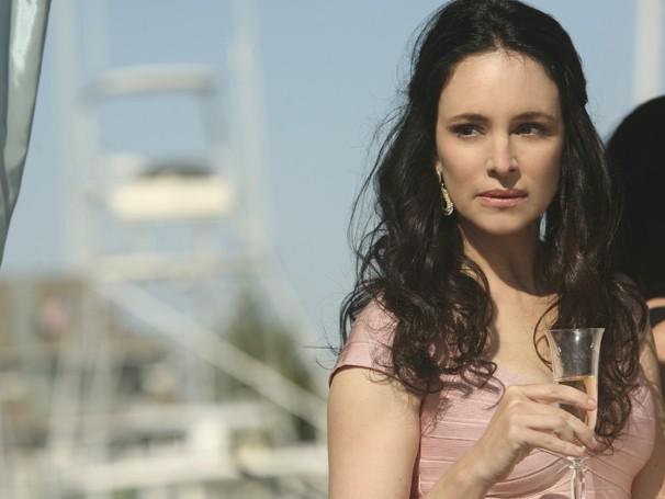 Victoria Grayson esconde um segredo relacionado à morte do pai de Emily (Foto: Divulgação / Disney)