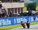 Que final! Lorenzo passa Márquez e vence o GP da Itália por meia moto