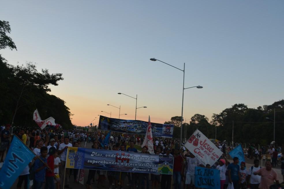 Marcha começou com atraso já no início da noite, com várias paradas por problemas de som (Foto: Toni Francis/G1)