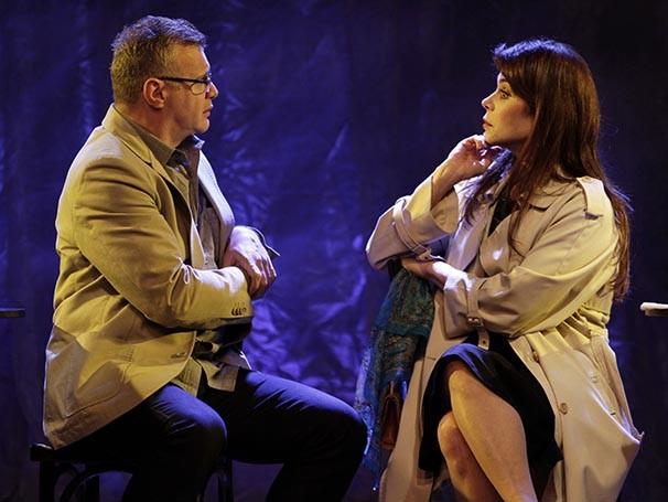 Tadeu Aguiar e Françoise Forton em cena de 'Nós Sempre Teremos Paris' (Foto: Guga Melgar)