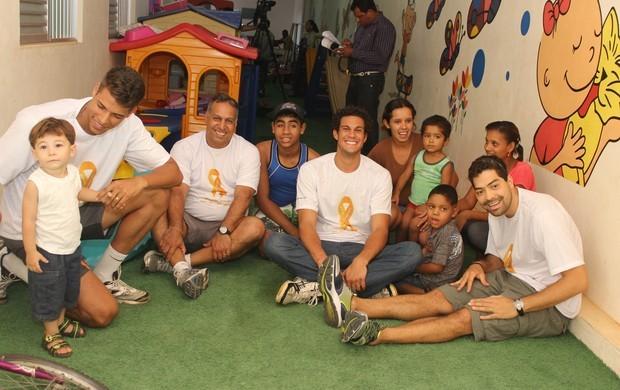 Atletas se emocionaram com a visita.  (Foto: Valdivan Veloso/globoesporte.com)