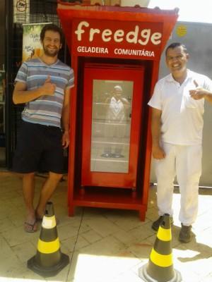 Amigos investiram R$ 1,5 mil na geladeira comunitária (Foto: Ednan Dalle Piagge)