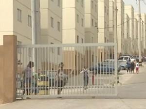 Condomínio onde moradora reclama de invasão em Jacareí. (Foto: Reprodução/TV Vanguarda)
