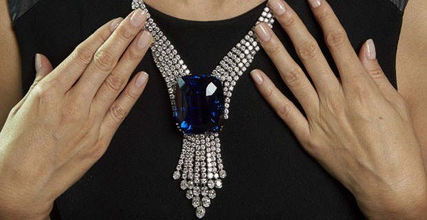 """Safira """"Blue Belle da Ásia"""" foi vendido por um valor inédito (Foto: REUTERS/Denis Balibouse)"""