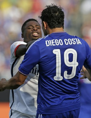Aurier e Diego Costa, PSG x Chelsea (Foto: Agência AP)