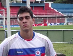 Lucas Siqueira com corte na testa (Foto: Márvio Filho)
