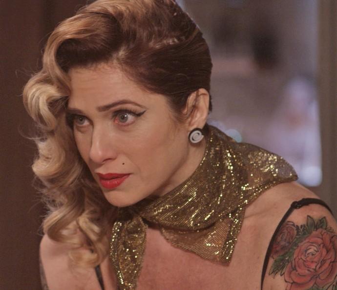 Lenita abre o jogo com o Felipe e revela o motivo de querer manter o namoro escondido (Foto: TV Globo)