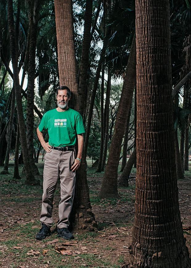 PAZ E AMOR O candidato Eduardo Jorge no Parque Ibirapuera, em São Paulo. Seu estilo destoa de outros candidatos (Foto: Filipe Redondo/ÉPOCA)