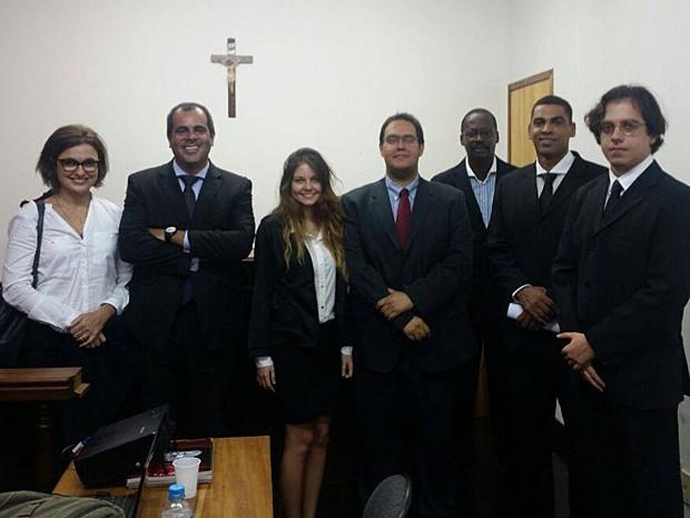 Daniela Pessoa com os colegas do estágio da faculdade Cândido Mendes (Foto: Arquivo Pessoal)