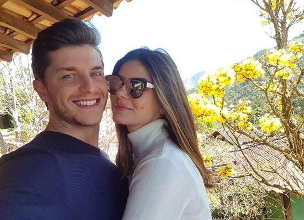 Camila Queiroz e Klebber Toledo (Foto: Reprodução)