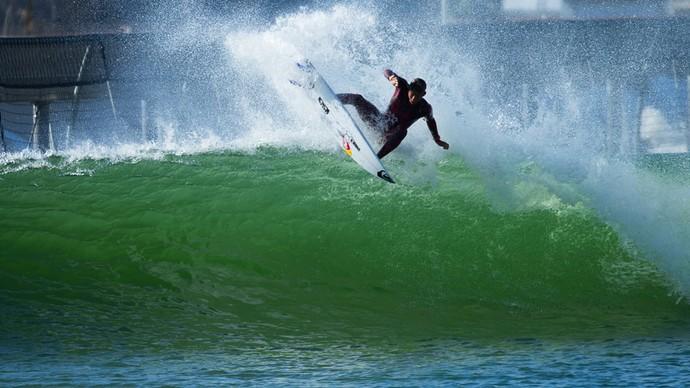 Kanoa Igarashi realizou manobras nas ondas artificiais (Foto: Divulgação)
