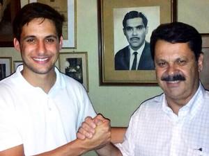 Rafael ao lado do pai Ricardo Motta, reeleito deputado estadual no RN (Foto: Arquivo pessoal/Rafael Motta)