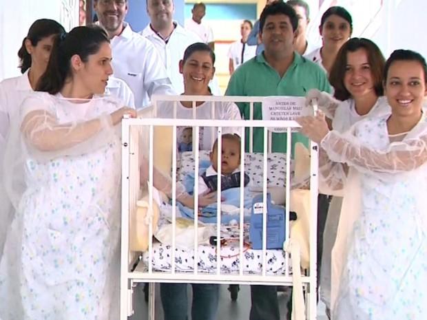 Mãe de Davi Miguel o acompanhará durante a internação em SP (Foto: Márcio Meireles/EPTV)