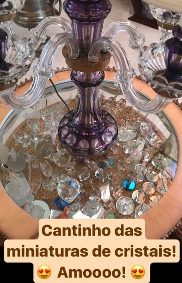 Zilu Godoi exibe sua coleção de cristais  (Foto: Reprodução)