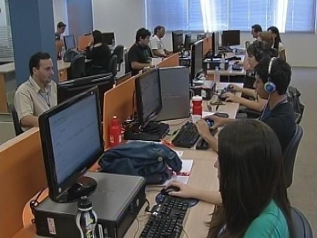 Número de empresas voltadas para o desenvolvimento de softwares cresceu 100% em cinco anos (Foto: Reprodução/TV Tem)