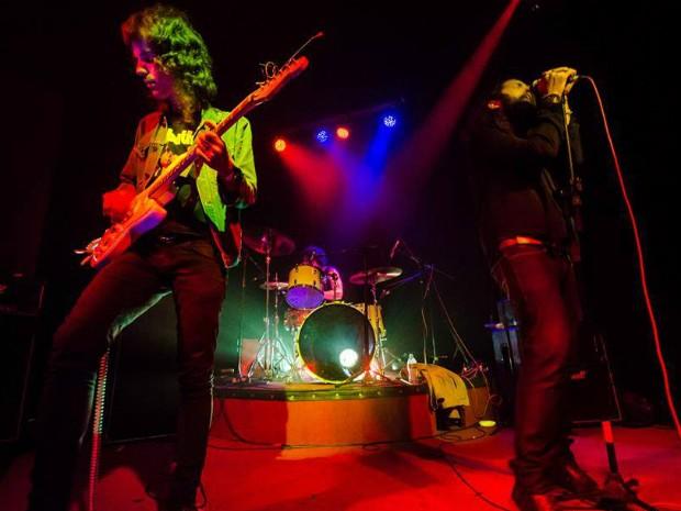 A banda tem como influência o rock dos anos 1970 (Foto: Leandro Wissinievski)