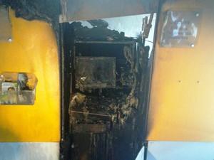 Caixa eletrônico ficou completamente destruído (Foto: Maurício Cattani/RBS TV)