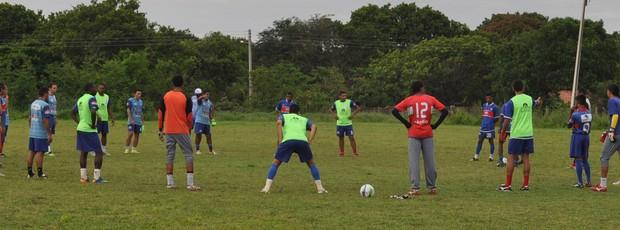 Jogadores do Piauí fazem último treino sonhando com vaga no G-4 (Foto: Renan Morais/GLOBOESPORTE.COM)