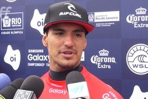 Gabriel Medina se classifica para o round 3 com direito a notas 9.40 e 10