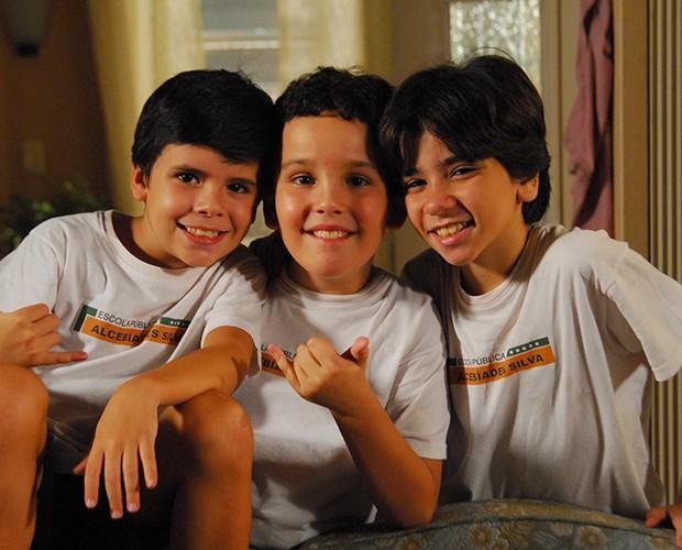 Huguinho (Yago Machado), Zezinho (João Victor Granja) e Luizinho (João Fernandes)  em 2010 na novela Escrito nas Estrelas (Foto: Thiago Prado Neri / TV Globo)