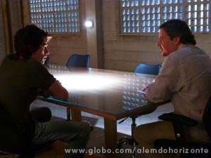 Líder Jorge diz que Rafa pode convidar Lili para o Grupo e avisa que ele será seu padrinho (Foto: Além do Horizonte/TV Globo)