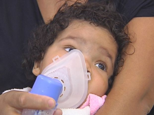 Doenças respiratórias, como asma e bronquite, são agravadas nos dias frios.  (Foto: reprodução/TV Tem)