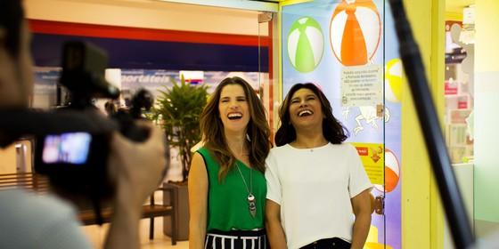 Ingrid Guimarães gravou com Dira Paes em um shopping na Zona Norte do Rio, onde saíram em busca de brinquedos e roupas infantis com bom preço (Foto: Divulgação)