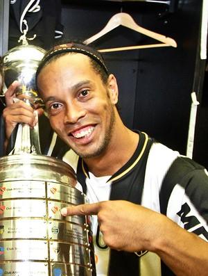 Jô e Ronaldinho Gaúcho Atlético-MG festa título Libertadores (Foto: Bruno Cantini / Site Oficial do Atlético-MG)