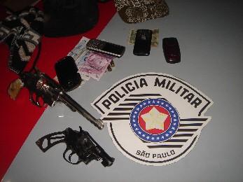 Após perseguição na Dutra, quatro são presos por roubo em Taubaté (Foto: Divulgação/Polícia Militar)