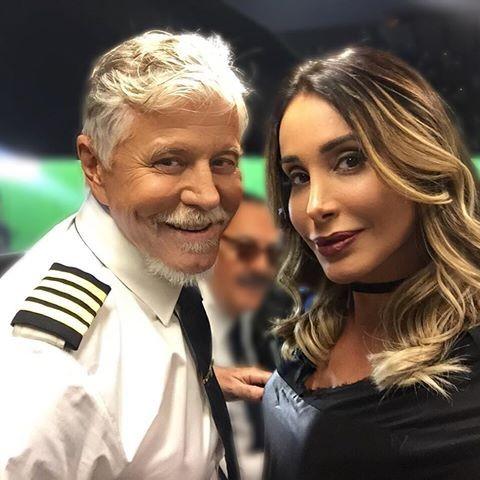 A atriz e modelo está no elenco da série Brasil a bordo, ao lado de Miguel Falabella (Foto: Reprodução)