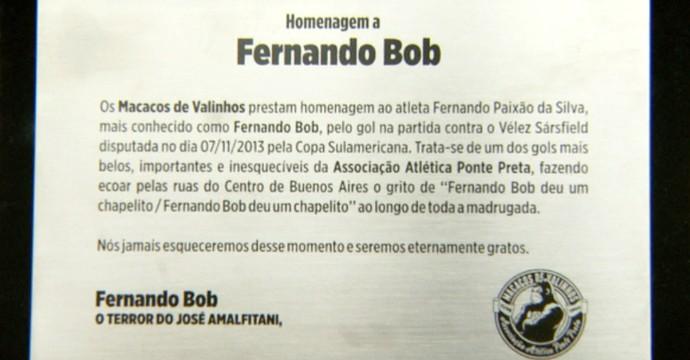 Placa Fernando Bob volante Ponte Preta (Foto: Carlos Velardi / EPTV)