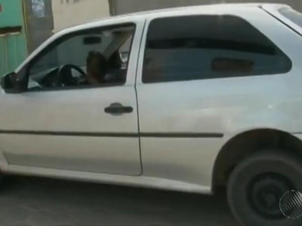 Menino é flagrado dirigindo carro (Foto: Reprodução/ TV Subaé)