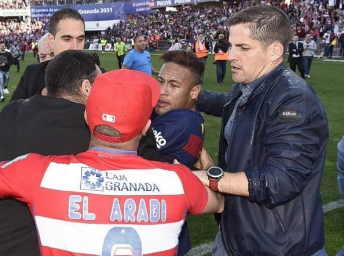 Neymar agressão Granada (Foto: Reprodução/Twitter)