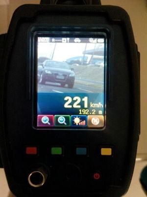 PRF flagra veículo a 221 km/h na BR 277 em Cascavel