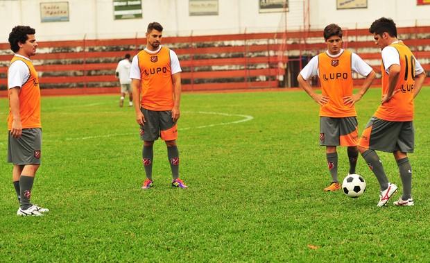 Jorginho ( Cauã Reymond ), Iran ( Bruno Gissoni ), Roni ( Daniel Rocha ) e Leandro ( Thiago Martins ) (Foto: TV Globo / Divulgação)