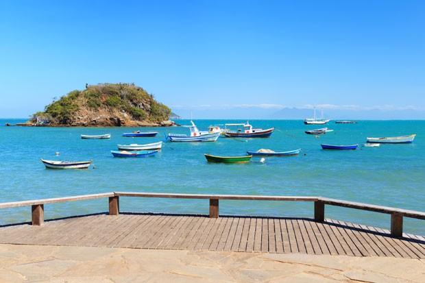 Uma das 20 praias de águas transparentes em Búzios (RJ) (Foto: Think Stock)