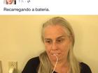 Vera Holtz põe carregador de celular na boca: 'Recarregando a bateria'