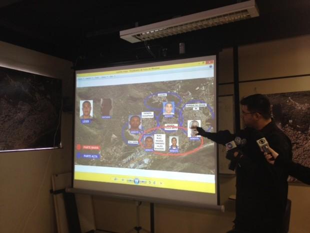 Delegado mostra mapeamento feito na favela da Rocinha  (Foto: Alba Valéria Mendonça/G1)