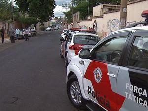 Suposta casa de prostituição funcionava no bairro Vila Tibério, em Ribeirão (Foto: César Tadeu/EPTV)