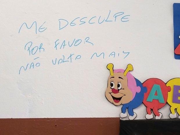 Ladrões deixaram bilhete para professores, avisando que não vão mais voltar à escola (Foto: Reprodução/EPTV)