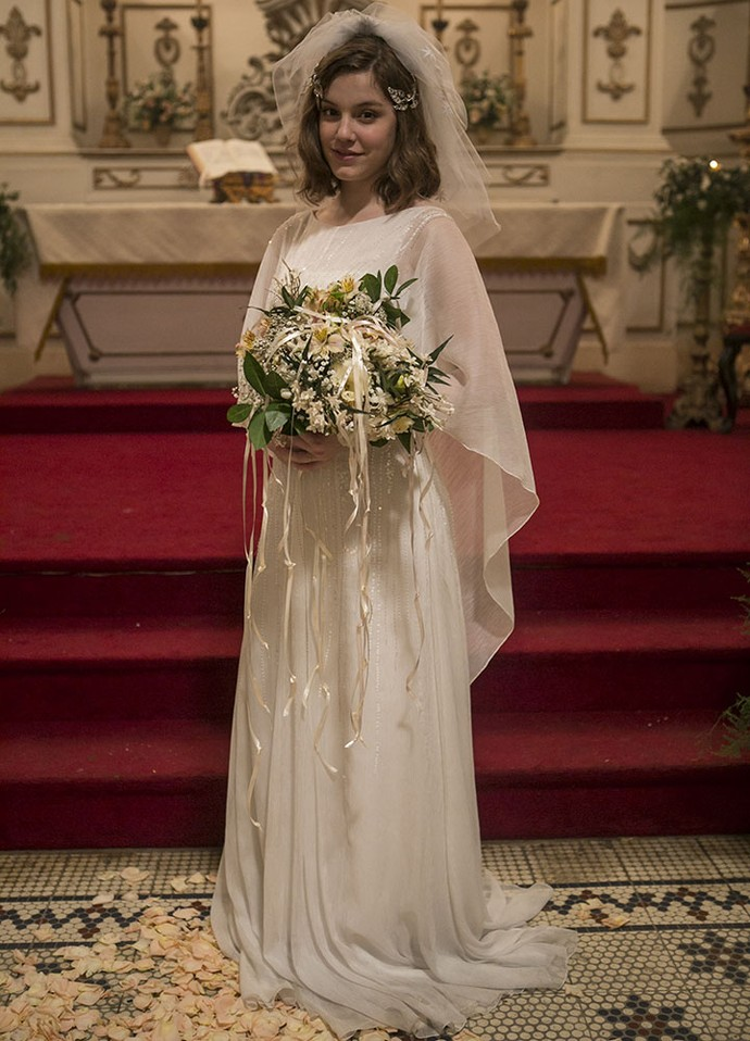 Alice Wegmann usa vestido de noiva desenhado por Marília Carneiro  (Foto: Inácio Moraes/Gshow)