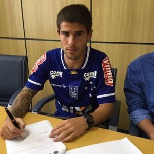 Federico Gino assina com Cruzeiro por 18 meses (Foto: Divulgação/Cruzeiro)