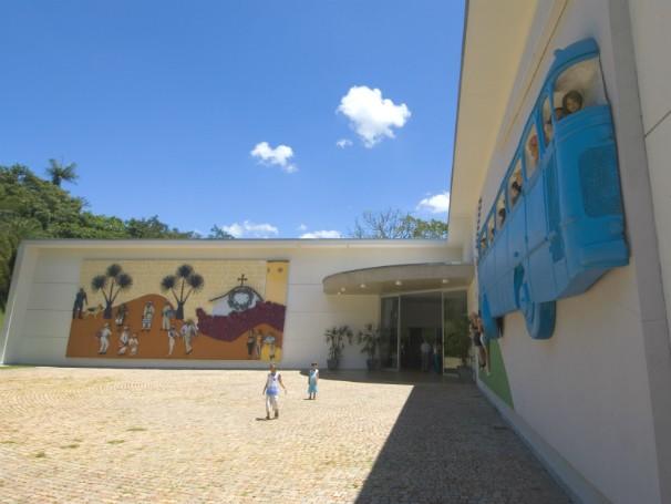 A Galeria Praça, em Inhotim, costuma receber exposições itinerantes. (Foto: Divulgação/Pedro Motta)