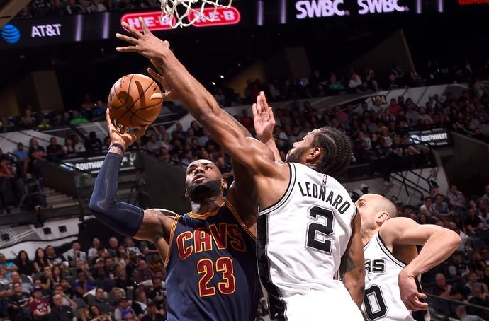 San Antonio Spurs x Cleveland Cavaliers - LeBron James Kawhi Leonard (Foto: Getty Images)
