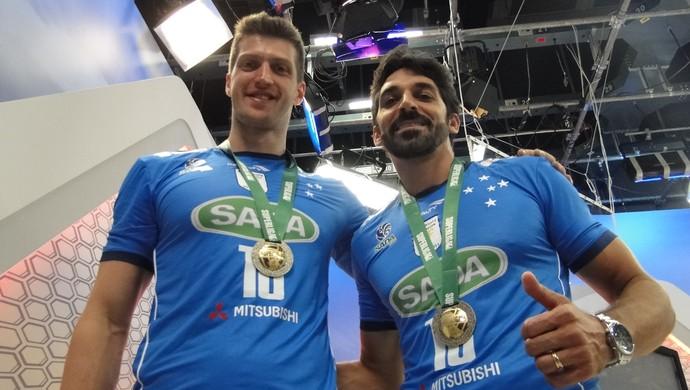 Éder e Filipe, jogadores do Cruzeiro (Foto: Marco Antônio Astoni)