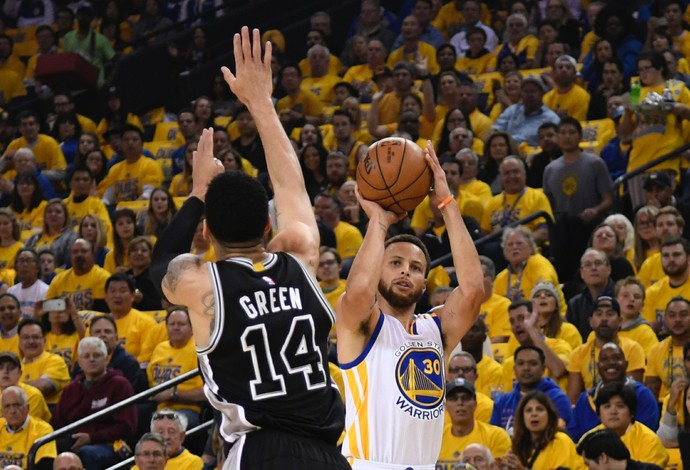 Golden State Warriors x San Antonio Spurs; jogo 2; Stephen Curry (Foto: Reuters)