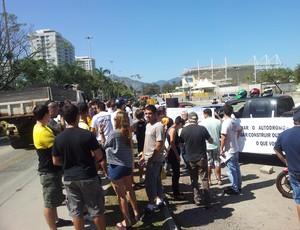 Manifestação no Autódromo Nelson Piquet (Foto: Lydia Gismondi / Globoesporte.com)